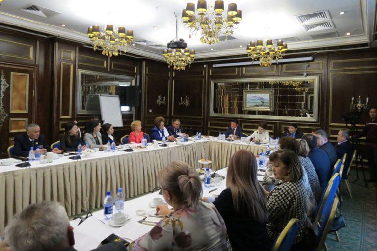 Помощник-Президента-Аида-Балаева-встретилась-с-активистами-НПО-г